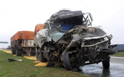 Quíntuple choque de camiones