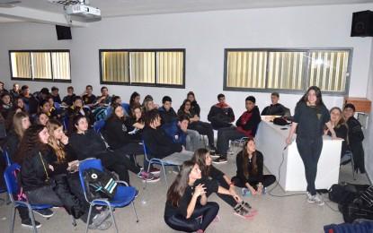 Alumnos del Rivadavia analizaron los contrastes entre realidades de barrios