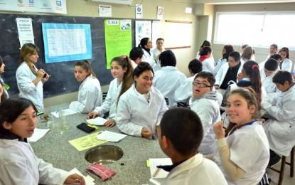 La Especial Sabattini y el Abraham Juárez trabajan juntos en el laboratorio