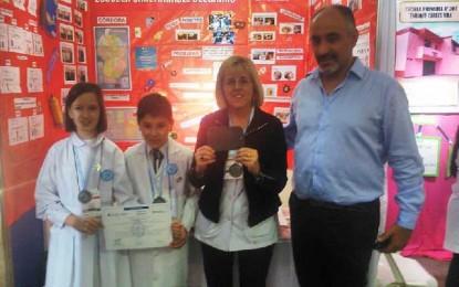 Escuelas de Oliva y La Palestina, destacadas en la Feria de Ciencias