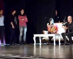 Alberto Plaza cantó con sus fans sobre el escenario