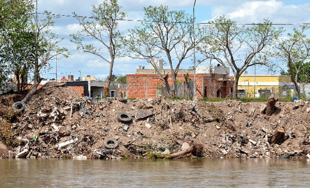 El Gobierno defendió el relleno costero y no aclaró si contamina