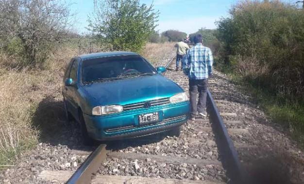 Iba en auto y creyó que era un tren