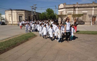 Una procesión de ofrenda y homenaje