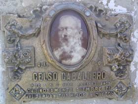 p21 Celso Caballero, placa de su tumba