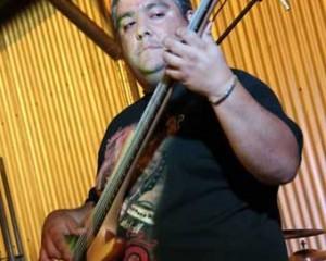Festival de heavy metal con un histórico bajista