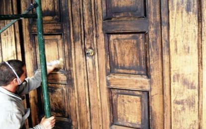 Cómo restaurar puertas de madera
