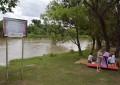 Por el nivel del río solicitan precaución a los bañistas