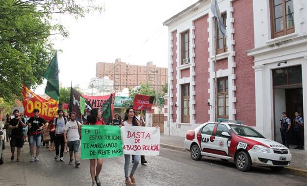 """Contra la """"criminalización"""" a jóvenes y pobres"""