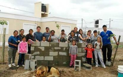 Treinta familias celebran su hogar
