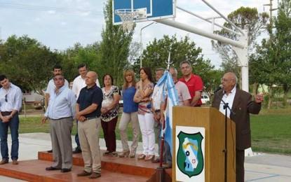 Cura inauguró el playón deportivo y entregó 20 viviendas sociales