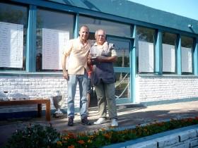 Luis Espinassi finalizó segundo en Senior y posó para la foto junto al tirador y dirigente Tomás Grasso