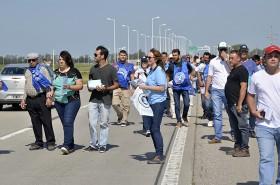 Durante algunos minutos, los manifestantes ocuparon un carril de la autovía para desarrollar su protesta