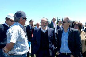 Al centro de la imagen, el ministro López en su recorrida por la importante obra