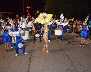 Una multitud disfrutó la segunda noche del Carnaval que cierra hoy
