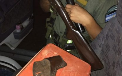 Camionero con revólver y escopeta