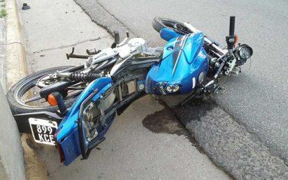 Murieron dos jóvenes al chocar en moto contra un poste de cemento