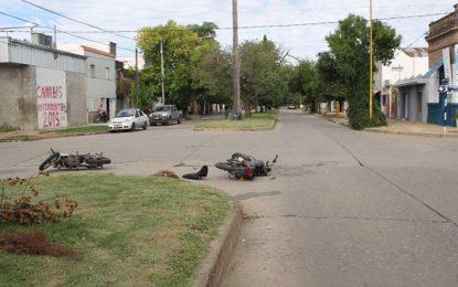 Una motociclista fallecida y otra en estado desesperante
