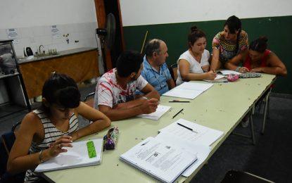 Cerca de 250 personas van a los trece centros abiertos para terminar la escuela