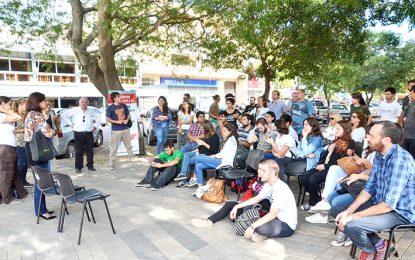 Realizaron clase pública en la plaza y hoy se suman a la marcha federal