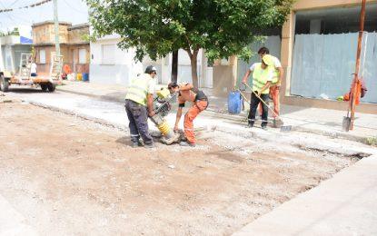Según datos del Gobierno, el bacheo en las calles dañadas continúa sin pausa