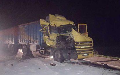 Choque de camiones entre Las Perdices yGeneral Deheza