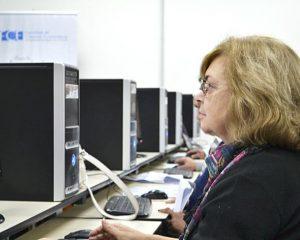 Capacitarán en informática a adultos mayores