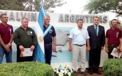 El pueblo rindió un emotivo tributo a los excombatientes de guerra