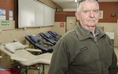 El hombre que donó sangre 100 veces