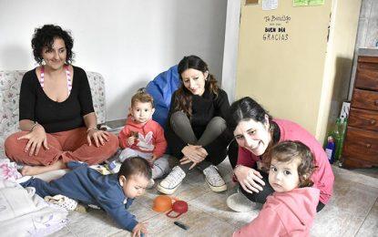 Madres promueven una crianza basada en el respeto al niño