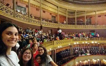Chicos de los barrios en el Teatro Del Libertador