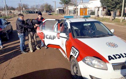 Tres detenidos por robo, un local clausurado y un herido grave