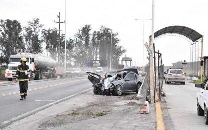 Un matrimonio con heridas graves tras colisionar de frente contra un camión
