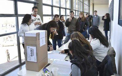 En qué escuelas votan hoy villamarienses y villanovenses