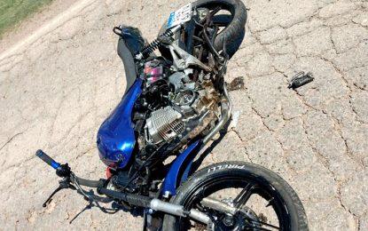 Murió un motociclista de 17 años al ser arrollado por un colectivo