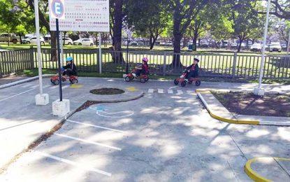 Enseñan sobre señales de tránsito en los jardines de infantes