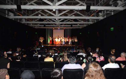 El Ateneo Folclórico realizó anoche su muestra final de año