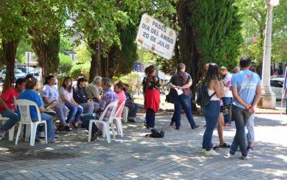 Se concentraron en la plaza Centenario para advertir sobre la vuelta al manicomio