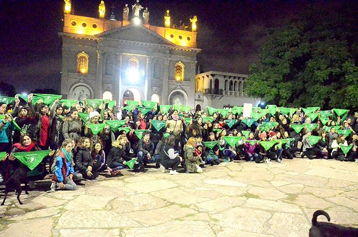Edificios iluminados de verde fueron el anticipo del pañuelazo por el #19F